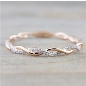 Jewelry - 💎 Stunning Infinity Criss Cross Rose Gold Rings